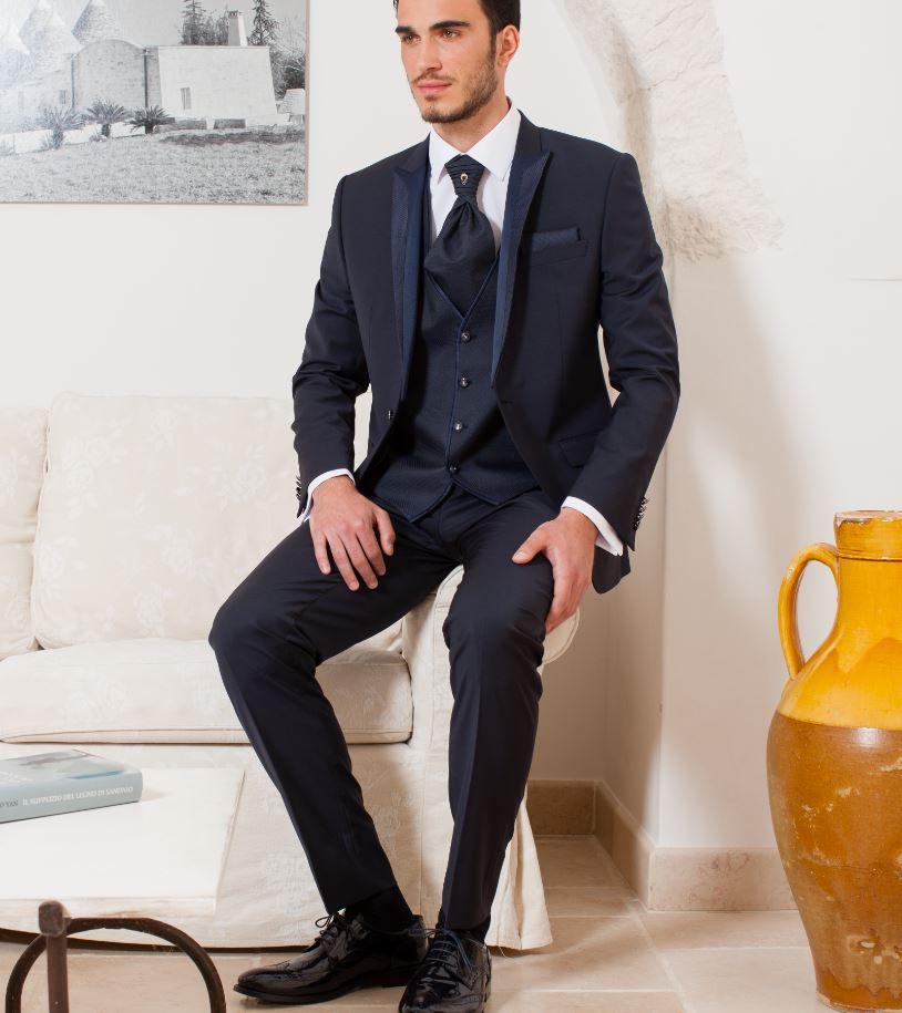 detailed look 42e98 979e2 Dettagli su Abito Blu Musani Cerimonia vestibilità Slim Fit completo di  Panciotto Cravatta